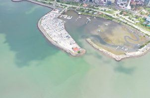 La mancha oscura cubrió parte de la Bahía de Panamá el pasado mes de abril.