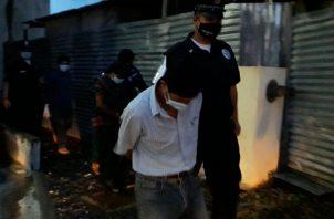 Los hombres fueron trasladados Centro Penal en el corregimiento de Chiriquí, y la mujer al centro de rehabilitación de Los Algarrobos en Dolega. FOTO/MAYRA MADRID