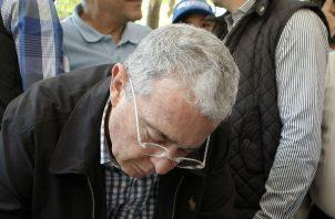 Manifestaciones a favor y en contra de Uribe se han desarrollado en calles colombianas. Fotos: EFE.