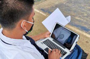 Estudiantes actualmente están recibiendo clases virtuales por la pandemía de la COVID-19. Meduca.