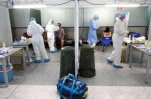 El jefe de Alertas y Emergencias Sanitarias, Fernando Simón, explica los últimos datos del coronavirus en España. Foto: EFE.