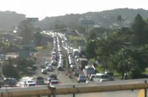 El cierre de los trabajadores del volante causó un gran congestionamiento vehicular rumbo a la ciudad capital, además de otros sectores de Panamá Oeste.