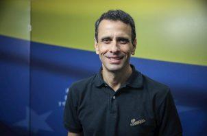 Capriles se mantuvo en un discreto y paciente segundo plano, viendo, escuchando y, la mayoría de veces, callando, al menos en lo que respecta a la crítica hacia Guaidó, pese a estar en desacuerdo con él y con su equipo.