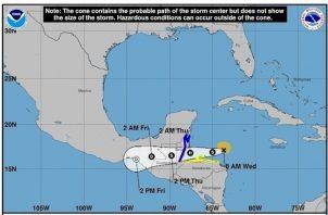 Los vientos con fuerza de tormenta tropical se extienden hasta 70 millas (110 km) del centro de Nana.