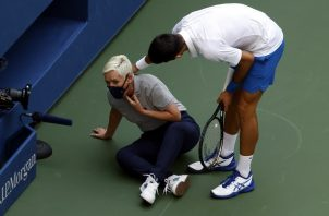 Djokovic de inmediato fue a ver cómo estaba la jueza.