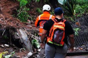 A parte de las inundaciones en varios sectores, también hubo deslizamientos de tierra.