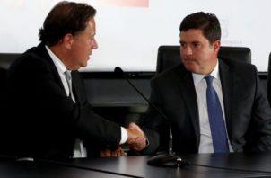 Juan Carlos Varela, expresidente de Panamá, junto al exministro de Obras Públicas, Carlos Duboy.
