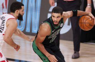 Tatum hizo posible que los Celtics volviesen a las finales . EFE