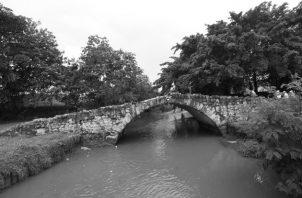 Puente del Rey, obra representativa de la época colonial, empleada como ruta de acceso a la ciudad. Comunicaba con el Camino Real y cruzaba el antiguo Río Gallinero, hoy Río Abajo. Foto: Epasa.
