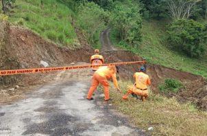 Colapso de vía en la comunidad de Salsipuedes en el corregimiento de Breñon. Fotos: José Vásquez.