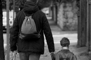 Jesús quiere que nos comportemos con el Padre Dios, como lo haríamos con un buen papá. Dejarnos llevar por él. Foto: EFE.