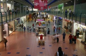 Los centros comerciales podrán recibir público desde el lunes.