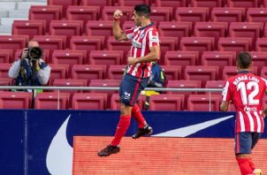 Luis Suárez festeja uno de sus goles.Foto:EFE