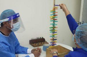 La evaluación se le debe hacer al paciente personalmente.