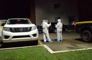 El cuerpo fue encontrado por personal del hospital cerca de una playa de estacionamientos. Fotos: Eric A. Montenegro.
