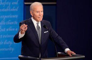 Fuentes de su campaña confirmaron a la cadena CNN que Joe Biden se hizo un test de COVID-19 en la mañana puesto que compartió el escenario con Donald Trump durante el debate del martes. FOTO/EFE