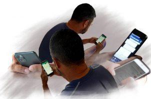 El celular y el Chat Vecinos Vigilantes, las herramientas contra la delincuencia.