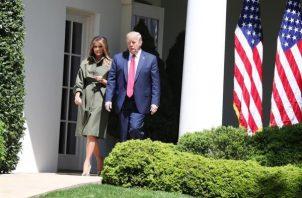 """Donadl Trump anunció esta madrugada que él y su esposa habían dado positivo por coronavirus, y en un comunicado posterior, el médico presidencial, Sean Conley, detalló que ambos """"están bien y planean permanecer en su hogar en la Casa Blanca durante la convalecencia"""". TOTO/EFE"""