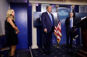 Donald Trump recibió Remdesivir después de que este mismo viernes todavía en la Casa Blanca se le administrase una dosis de ocho gramos del cóctel experimental de anticuerpos de la farmacéutica Regeneron. FOTO/EFE