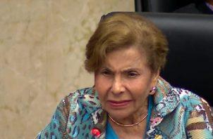 """""""Esto deja mucho que pensar"""", indicó la diputada Correa, haciéndose eco de los comentarios sobre """"razones políticas"""" detrás del veto presidencial."""