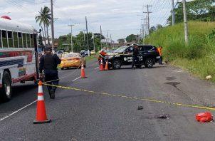 El atacante lo dejó solo tirado a orillas de la carretera. Foto: Cortesía.