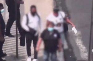 La pareja de carteristas fue grabada por las cámaras del centro de videovigilancia de la Alcaldía de Panamá.