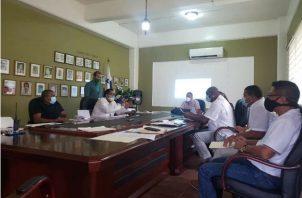 El personal del BHN inspeccionó los pequeños locales comerciales en Altos de Los Lagos. Foto: Diómedes Sánchez S.