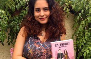 """Mayra De Gracia, de 22 años, publicó su primera obra titulada """"Just Business: Solo Negocios"""". Foto: Cortesía"""