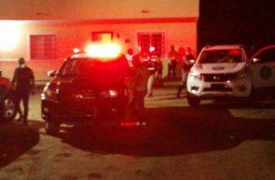 El hombre baleado fue llevado al cuarto de urgencias de la Policlínica de Sabanitas, donde falleció. Foto: Diómedes Sánchez.
