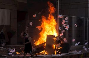 Las imágenes de la cúpula de este último templo en llamas desplomándose, entre aplausos y vítores de un grupo de manifestantes, se viralizaron por las redes sociales y fueron replicadas por medios de todo el mundo.