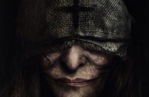 Emma se enfrentará en la realidad a los personajes ficticios de sus novelas de terror en 'Marianne'. NETFLIX