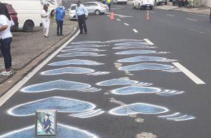Familiares y sobrevivientes pintaron hoy nuevamente los corazones azules en La Cresta.