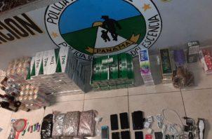 Llevaban droga, cigarrillos, celulares, entre otros artículos prohibidos. Foto: Diómedes Sánchez S.