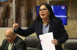 Perredista Zulay Rodríguez habla ante el Pleno Legislativo.