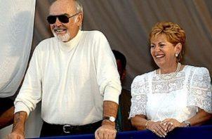 El actor Sean Connery y Mireya Moscoso. Foto: Instagram