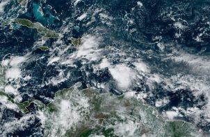 La temida marejada ciclónica que producirá Eta puede elevar el nivel del mar tanto como 15 pies (4,5 metros) por encima de lo normal en la zona bajo vigilancia de huracán acompañado de un fuerte oleaje.