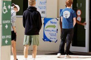 Pese a que las elecciones estaban convocadas para este martes, la mayoría de votantes han ejercido su derecho en las últimas semanas a través del voto anticipado por correo o presencial, debido a la pandemia COVID-19. Foto: EFE