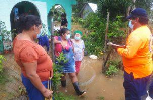 La crecida de los ríos sorprendió a muchas familias en Soná. Foto: Melquíades Vázquez