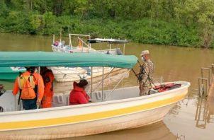 Personal del Sinaproc, Policía Nacional y Senan participan de la búsqueda del pescador. Foto: Thays Domínguez.