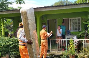 El Sinaproc, Mides, la Gobernación de Veraguas, la Alcaldía y otras entidades acudieron a los puntos de mayor riesgo. Foto: Melquiades Vásquez.