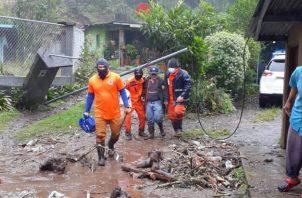 Casas resultaron afectadas por deslizamientos de tierra.