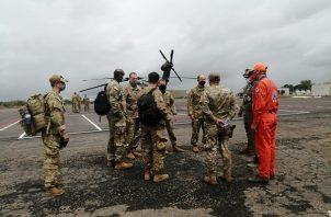 Los comandantes del Departamento de Defensa están autorizados a dirigir las fuerzas asignadas en o cerca de la escena inmediata de un desastre extranjero para tomar medidas rápidas para salvar vidas humanas.