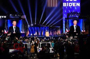 Joe Biden y Kamala Harris agradecieron a los estadounidenses por su voto y prometieron trabajar para todos. Foto: EFE