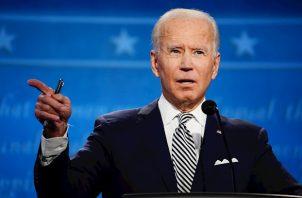 """Poco después de que las proyecciones de los principales medios de comunicación le dieran la victoria, Joe Biden se declaró este sábado """"honrado"""" de que le hayan elegido """"para liderar"""" el país."""
