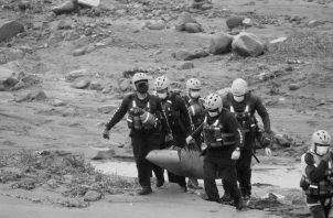 Es gente que no viste de traje, que no recibe canonjías del Estado, sobreviven con migajas, como muchos periodistas chiricanos que trabajan sin derecho a una paga fija, seguro social o vacaciones. Foto: EFE.