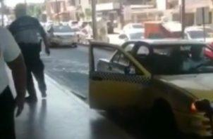 El herido fue llevado en un taxi al cuarto de urgencias del Complejo Hospitalario Dr. Manuel Amador Guerrero de la ciudad de Colón en donde fue atendido y se mantenía estable.