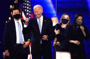El presidente electo de Estados Unidos Joe Biden, asistió como todos los domingos y también fue al cementerio cercano donde se encuentran enterrado su hijo Beau, así como su primera esposa, Neilia, y su hija Naomi. Foto: EFE