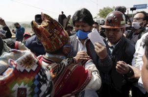 Al acto asistió el presidente argentino, Alberto Fernández, quien lo despidió antes de cruzar a Bolivia, donde iniciará una caravana hasta llegar el miércoles a Chimoré.