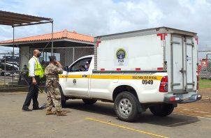 Los supuestos restos humanos fueron traslados este martes vía aérea hasta la base del Servicio Nacional Aeronaval en el aeropuerto Enrique Malek de la ciudad de David.