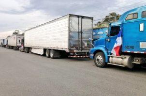 Aunque el paso se mantiene cortado actualmente por Panamá, a la provincia han llegado camiones que salen de Chiriquí por Paso Canoas y son escoltados por la policía de Costa Rica hasta el área de Guabito.
